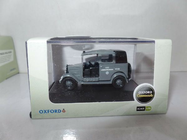 Oxford 76AT003 AT003 1/76 OO Scale Austin Low Load Taxi London AFS Fire Grey